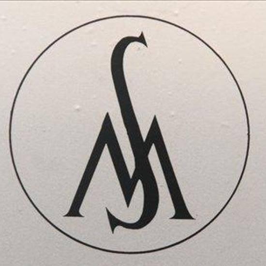 Logo: v krogu S in pod njim M.
