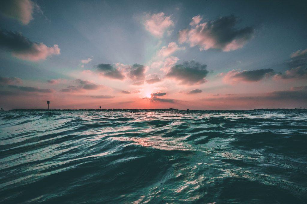 Slika je simbolicna. Slika oceana.