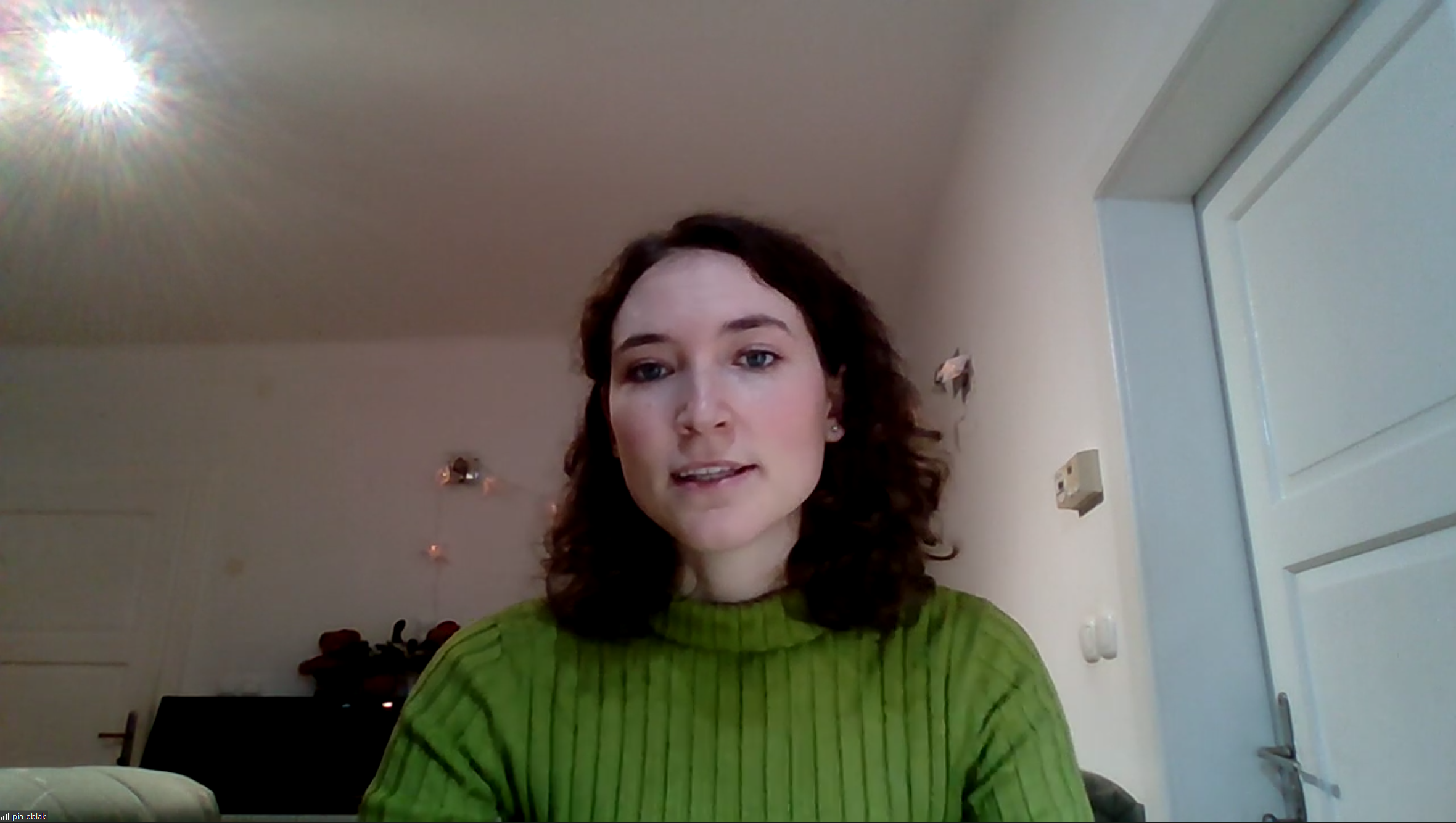 Posnetek zaslona na katerem je predavateljica ASEF dogodka Pia Marija Oblak