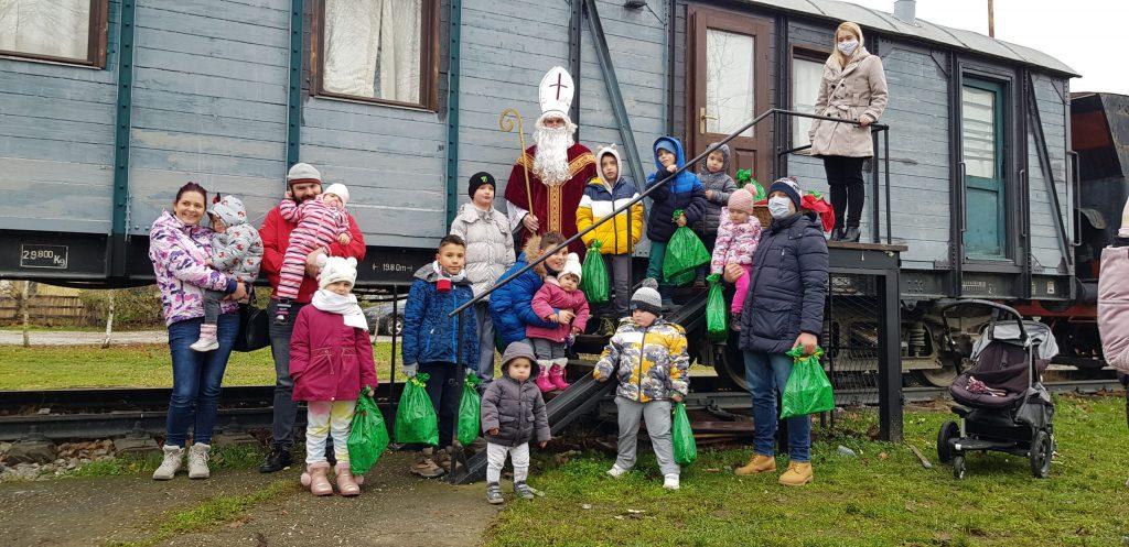 Otroci z Miklavžem.
