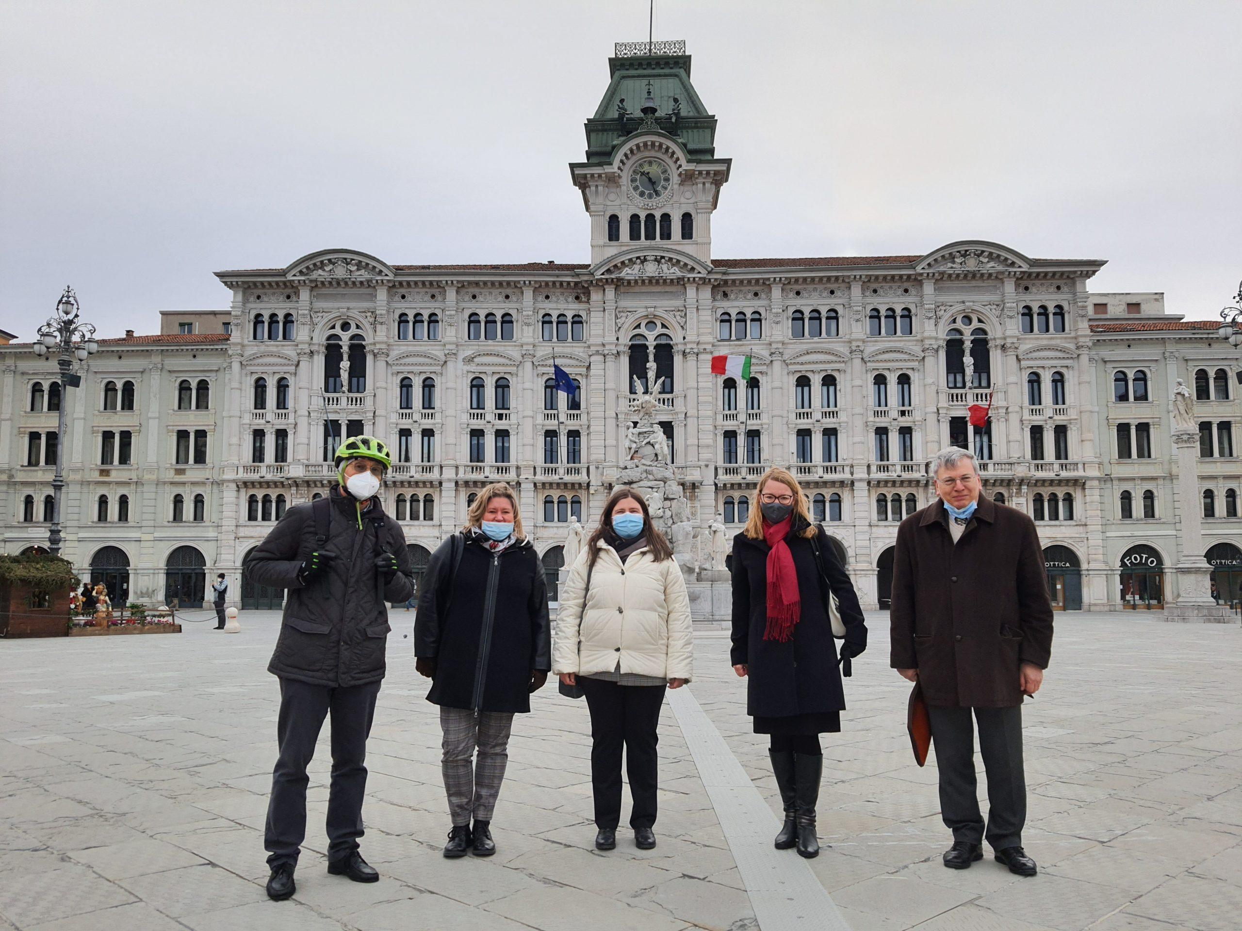 Tomaž Simčič, Erika Jazbar, nagrajenka Zulejka Devetak, ministrica dr. Helena Jaklitsch in Ivo Jevnikar (od leve proti desni).